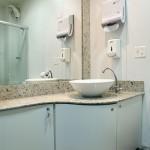 Banheiro com Chuveiro para Cadeirante